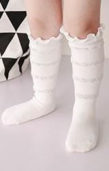 ถุงเท้าเด็กหญิงสีขาวแบบยาว ทอระบายช่วงขอบ