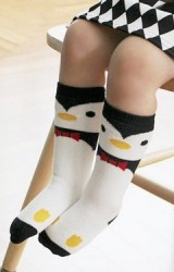 ถุงเท้าเด็กลายเพนกวินแบบยาว มีกันลื่น Kids Socks