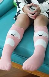 ถุงเท้าเด็กสีชมพูลายหมีแบบยาว มีกันลื่น จาก Kids Socks