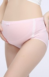 กางเกงในคนท้องแบบเอวสูง แต่งลูกไม้ขาวแนวตั้ง