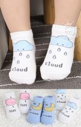 ถุงเท้าเด็กน่ารักมีกันลื่น ลายเมฆ พระจันทร์ และ พระอาทิตย์ Kacakid