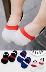 ถุงเท้าเด็กแบบข้อส้นปากตื้นสีพื้นตัดขอบต่างสี แพ็ค 3 คู่ ดำ ขาว น้ำเงิน