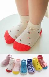 ถุงเท้าเด็กแพ็ค 7 คู่ 7 สี แบบข้อสั้น ลายดอกไม้ และลายขวาง มีกันลื่น