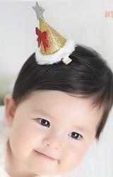 กิ๊บเด็กกรวยยอดแหลมสีบรอนซ์ทองแต่งโบว์แดงและดาวเงิน Angel Neitiri