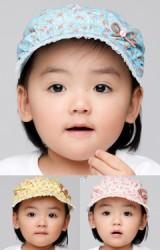 หมวกสาวน้อยผ้าฝ้ายลายดอกแต่งโบว์เล็กๆ มีปีกหมวกด้านหน้า