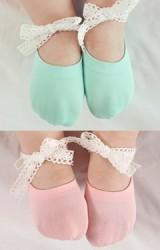ถุงเท้าเด็กแบบสั้นมีสายลูกไม้ผูกข้อเท้า มีกันลื่น