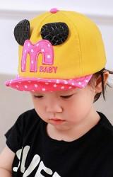 หมวกแก๊ปเด็กแต่งอักษร M และหูมิกกี้