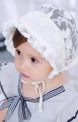 หมวกสาวน้อยลูกไม้สีครีม มีเชือกผูกใต้คาง