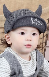 หมวกแก๊ปผ้าทอเนื้อหนาลายสก๊อต แต่งเขาเท่ๆ จาก KUKUJI
