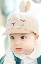หมวกแก๊ปกระต่ายน้อยผ้ากำมะหยี่ ใต้ปีกหมวกปัก Love จาก GZMM