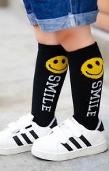 ถุงเท้าเด็กแบบยาวลายไอค่อนยิ้มอักษร SMILE