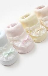 ถุงเท้าเด็กหญิงระบายลูกไม้ขาวแต่งโบว์น่ารักกล่อง 2 คู่