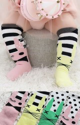 ถุงเท้าเด็กแบบยาว ดีไซน์เท่ๆ 2 ข้างต่างสี จาก kacakid