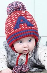หมวกไหมพรมเด็กอักษร A ด้านบนแต่งปอม