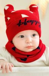 เซ็ตหมวกหูกระต่ายลายสามเหลี่ยมอักษร Happy พร้อมผ้าสวมคอ GZMM