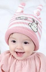 หมวกไหมพรมเด็กลายขวางแต่งกระต่ายน้อยDANDY BEBE