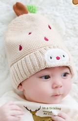 หมวกไหมพรมสีเบจปักฝนดาวตกและหน้าตุ๊กตา  TUTUYA