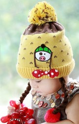 หมวกไหมพรมเปียปักหมูน้อยแต่งโบว์น่ารัก