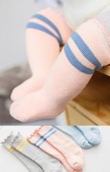 ถุงเท้าเด็กแบบหนาคาดลายขวางขอบริ้ว แบบข้อยาว