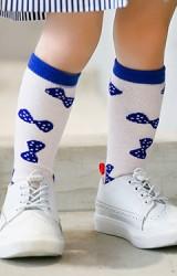 ถุงเท้าเด็กแบบยาวสีชมพูอ่อนลายโบว์