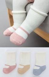 ถุงเท้าเด็กแบบหนาแพ็ค 3 คู่ ลายรองเท้า