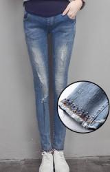 กางเกงยีนส์คนท้องยีนส์ฟอกขาด ปลายขาด้านหน้าปักลาย
