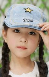 หมวกเด็กทรงแฟล็ตแค็ปผ้ายีนส์ฟอกปักดาวและอักษร Opps!