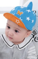 หมวกแก๊ปเด็กลายดาวแต่งยอดแหลม ปักอักษร M