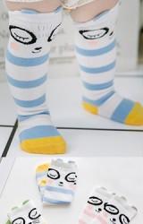 ถุงเท้าเด็กแบบยาวลายขวางลายหน้าสัตว์น้อยตาโตหลับตา
