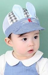 หมวกแก๊ปเด็กลายตารางแต่งหูกระต่าย ด้านหลังผ้าตาข่าย จาก KUKUJI