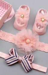 เซ็ตถุงเท้าเด็กมาพร้อมสายคาดผมโทนสีชมพู ถุงเท้าแต่งดอกไม้ สายคาดผมโบว์ลายทางและดอกไม้ฟู