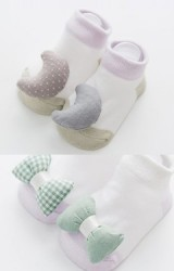 ถุงเท้าเด็กแต่งโบว์และพระจันทร์นูนน่ารัก