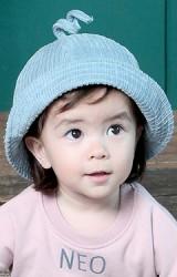 หมวกบัคเก็ตผ้าลูกฟูกหนา ด้านบนแต่งหางเล็กๆ