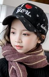 หมวกแก๊ปลูกฟูกลายหัวใจ ปัก I Love You จาก KUKUJI
