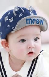 หมวกแก๊ปสกรีนแมวและปลา ใต้ปีกปัก meow จาก TUTUYA