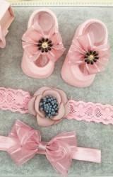 เซ็ตถุงเท้าเด็กมาพร้อมสายคาดสีชมพู ถุงเท้าแต่งโบว์ลายทาง สายคาดผมดอกไม้และโบว์