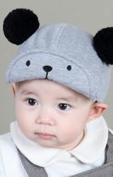 หมวกแก๊ปเด็กสีเทาแต่งปอมปอม ใต้ปีกหมวกปักหน้าหมีน้อย MILKY FRIENDS