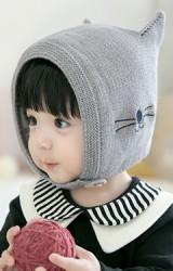 หมวกไหมพรมแมวน้อยหูตั้ง มีสายคล้องติดกระดุมใต้คาง GZMM