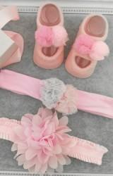 เซ็ตถุงเท้าเด็กมาพร้อมสายคาดผมเซ็ต 3 ชิ้น โทนสีชมพู ถุงเท้าแต่งปอม สายคาดดอกไม้ฟูและสายคาดปอม