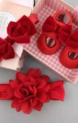 เซ็ตถุงเท้าเด็กมาพร้อมสายคาดผมสีแดง ถุงเท้าแต่งโบว์กำมะหยี่ สายคาดผมดอกไม้และโบว์ซ้อน