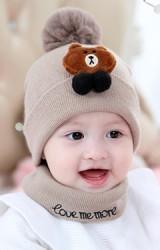เซ็ตหมวกไหมพรมเด็กแต่งหมีน้ำตาลด้านบนปอมๆ ขนมิ้ง มาพร้อมผ้าสวมคอ