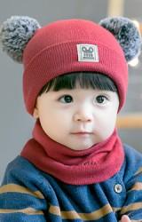 เซ็ตหมวกแต่งปอมปอมขนมิ้งมาพร้อมผ้าสวมคอ ปัก I am cute จาก GZMM