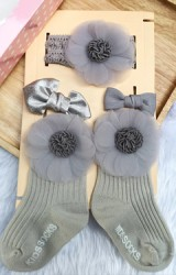 เซ็ตรับขวัญเซ็ต 4 ชิ้น โทนสีเทา ถุงเท้าและผ้าคาดผมแต่งดอกไม้หวาน และกิ๊บโบว์