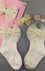 เซ็ตรับขวัญเซ็ต 4 ชิ้น โทนสีขาว-ครีม ถุงเท้าขาวแต่งโบว์ครีม ผ้าคาดผมโบว์และกิ๊บน่ารัก