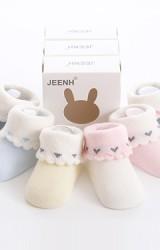 เซ็ตถุงเท้าเด็กเล็กพับขอบลายหัวใจเล็กๆ กล่อง 3 คู่
