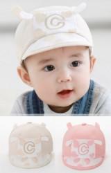 หมวกแก๊ปเด็กเล็กลายวัว ปักอักษร C จาก TUTUYA