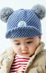 หมวกแก๊ปเด็กแต่งปอมปอม ด้านหน้ารูปหมีน้อย  ผ้านูนกลมนุ่ม