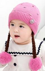 หมวกไหมพรมเปียทอลายจุด แต่งตุ๊กตาผูกโบว์เล็กๆ
