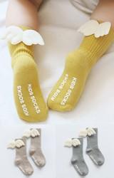 ถุงเท้าเด็กแต่งปีก แบบข้อยาวมีกันลื่น