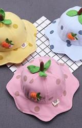 หมวกสตรอว์เบอร์รีด้านหน้าแต่งแครอท